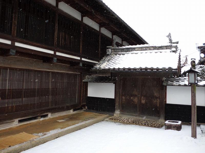 侍門 鯱(シャチ)も雪化粧